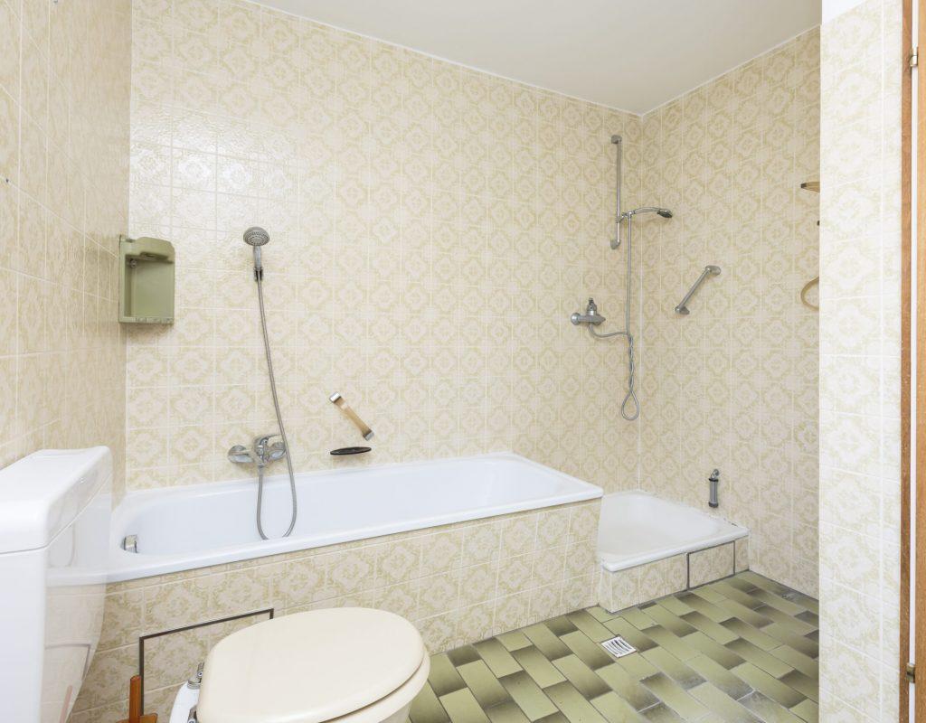 Bad vor Renovierung und Homestaging